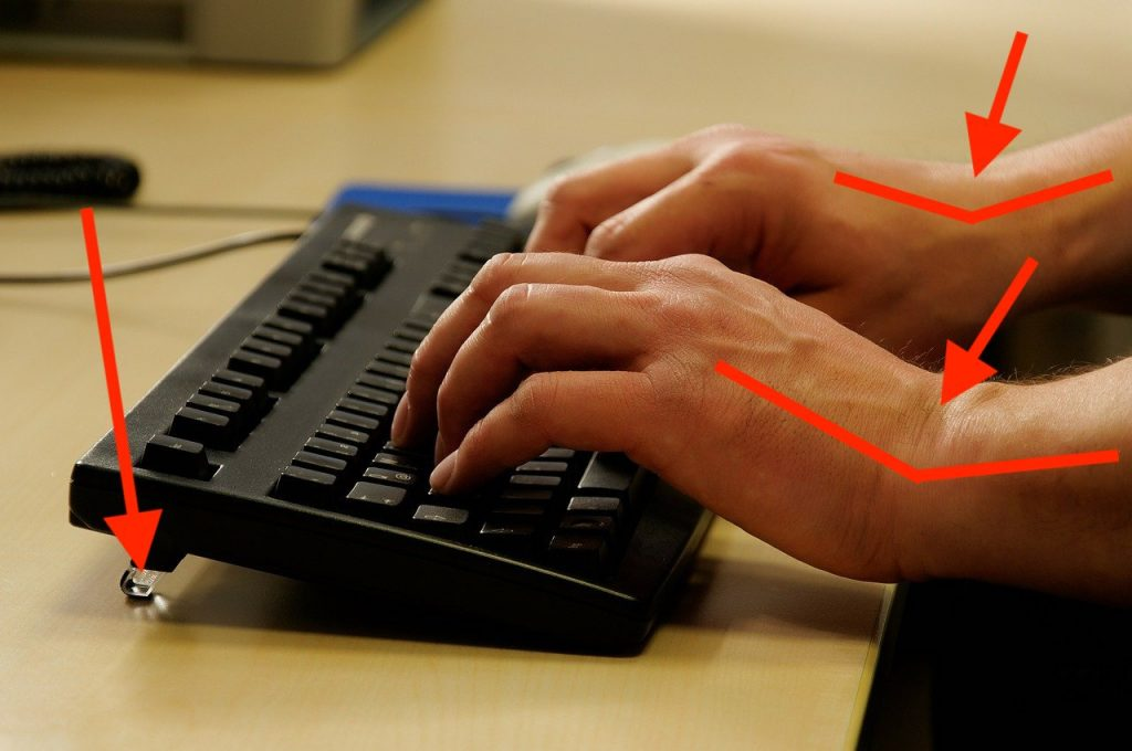 Wrist pain caused by a keyboard with feet because the wrists are bent too much
