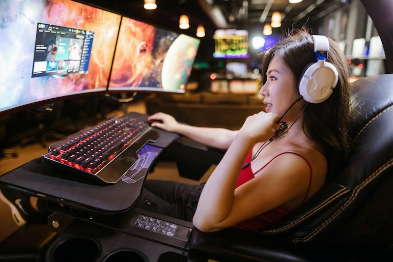 gamer with keyboard with cable